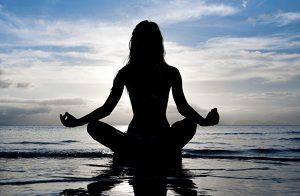 Занятие йогой: медитация