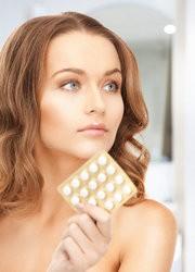 Женщина и противозачаточные таблетки