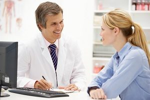 Консультация у врача по поводу мигрени
