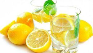Стакан воды с добавлением лимонного сока
