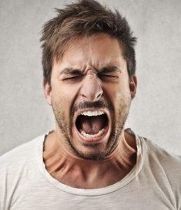 Вспышки агрессии и раздражительности могут быть симптомом токсической энцефалопатии